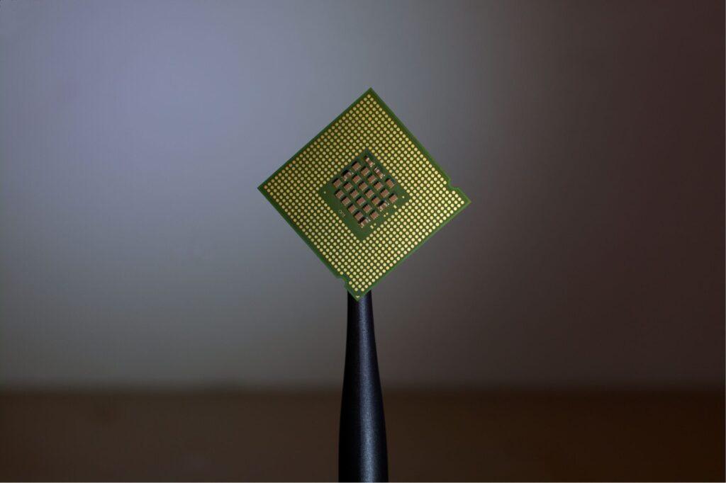 「半導体は何で出来ている?」主な半導体材料や次世代の材料を紹介